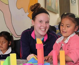 AMAUTA Volunteer in Cusco donates games and puzzles to Peruvian kids in a clinic