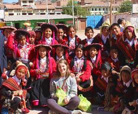 The AMAUTA´s volunteer coordinator in Peru gave each individual kid his or her gift