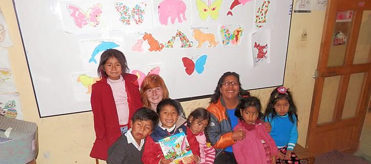 Naschoolse opvang ontvangt donaties van een vrijwilliger in Cusco