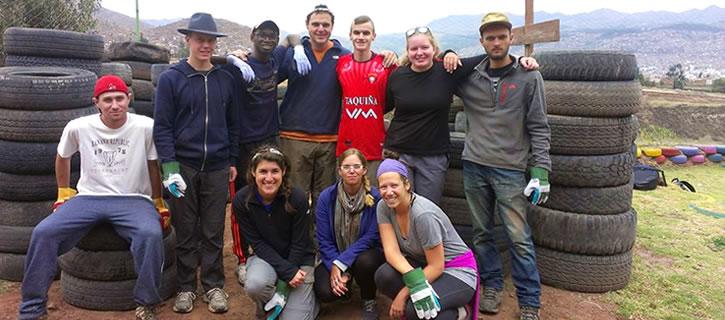 young-volunteers-in-cusco