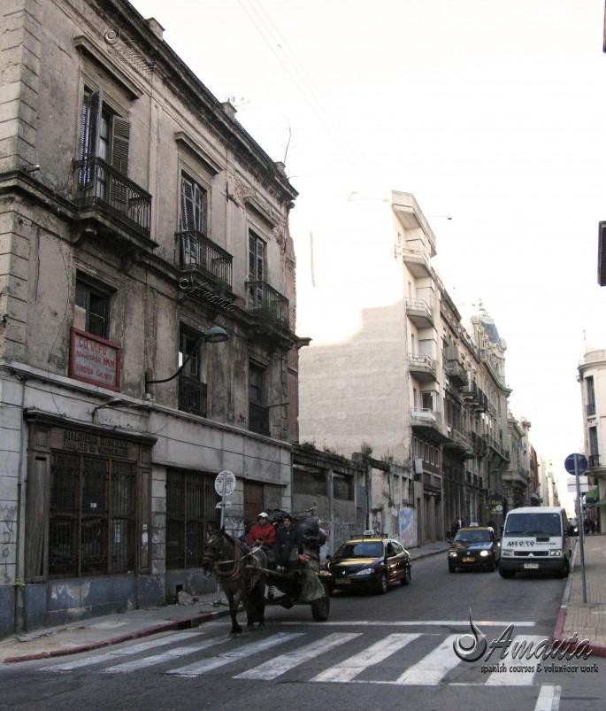 Montevideo-street-Urugay