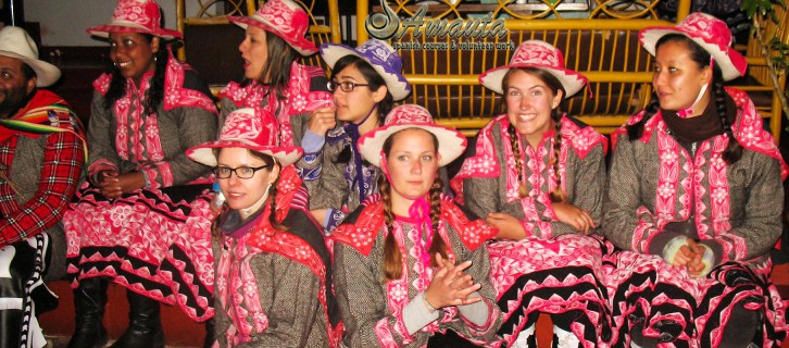 Spanish-students-with-tipical-costum-from-Peru