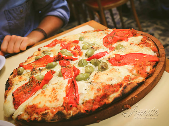 8 Alternative Things to do in Buenos Aires - Eat pizza at Güerrin
