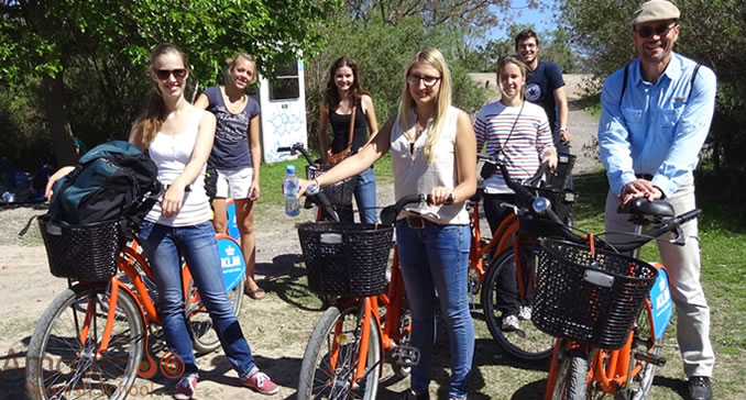 We like to explore Buenos Aires lovely green parks by bike!