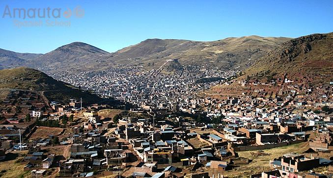 Panoramic view of Puno with the mountains